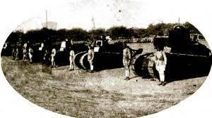 Na fotografia ao lado, a primeira aparição da Companhia de Carros de Assalto, em 25 de agosto de 1922, no Campo de São Cristóvão, Rio de Janeiro